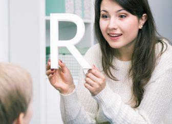 Estratégias terapêuticas na alteração de fala /r/ e /l/ e suas variações: Atuação com crianças e adultos
